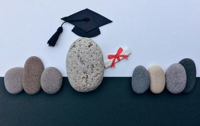 Aký je rozdiel medzi získaním osvedčenia o absolvovaní akreditovaného kurzu Lektor aosvedčením okvalifikácii Lektor?